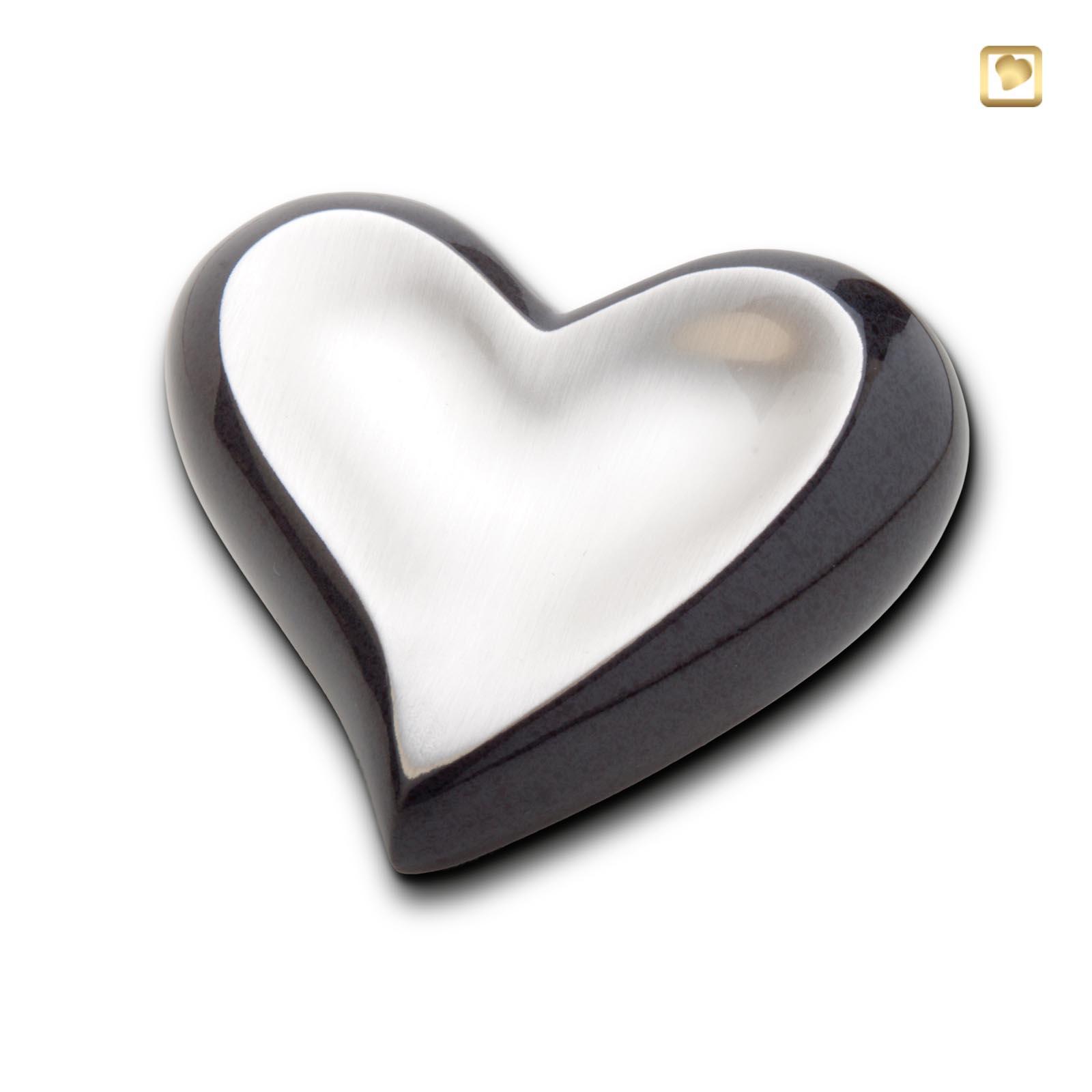 messingurne herz schwarz silber tierurnen katalog und versand der tierbestattung im rosengarten. Black Bedroom Furniture Sets. Home Design Ideas